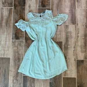 ✨ Vintage Inspired Mint Shift Dress